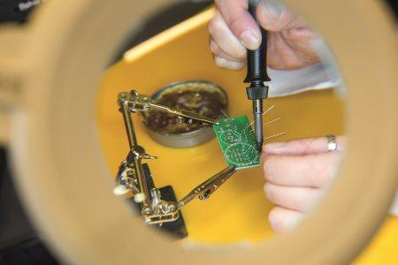 Warsztaty dla nauczycieli w laboratorium fizycznym i w pracowni robotycznej.